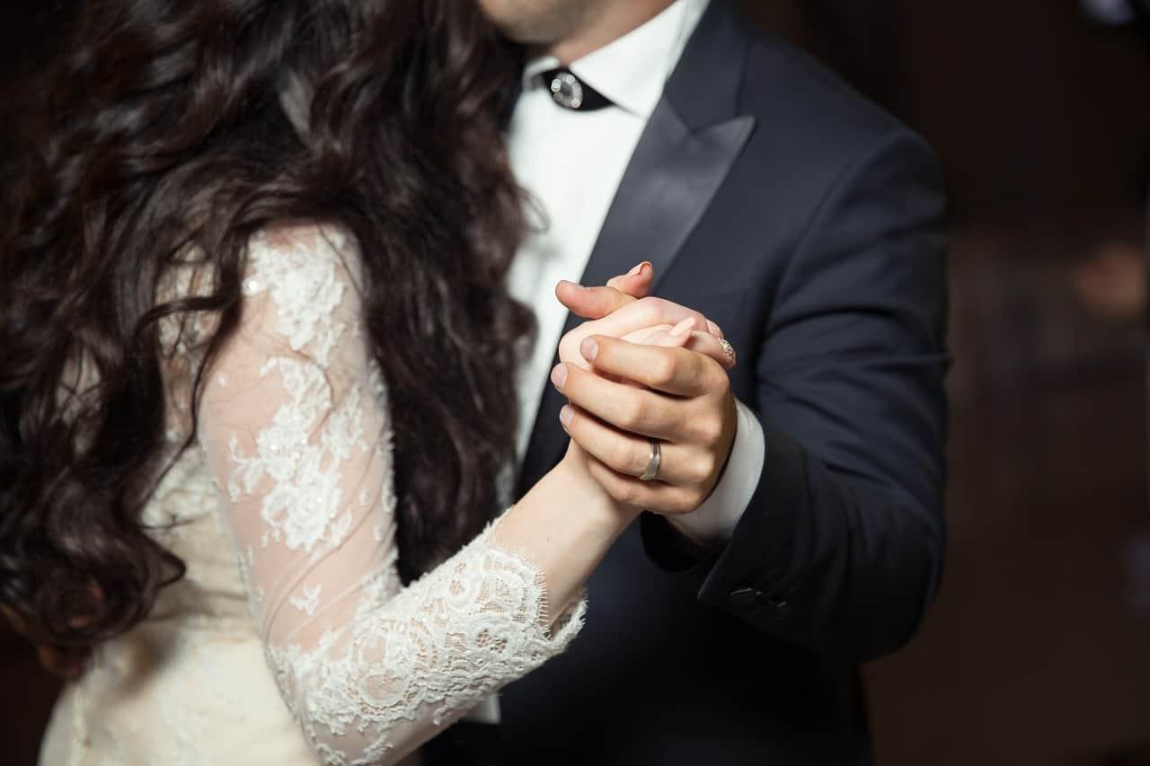 איש ואישה בזמן ריקוד