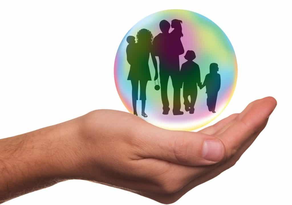אילוסטרציה של משפחה בתוך בועה